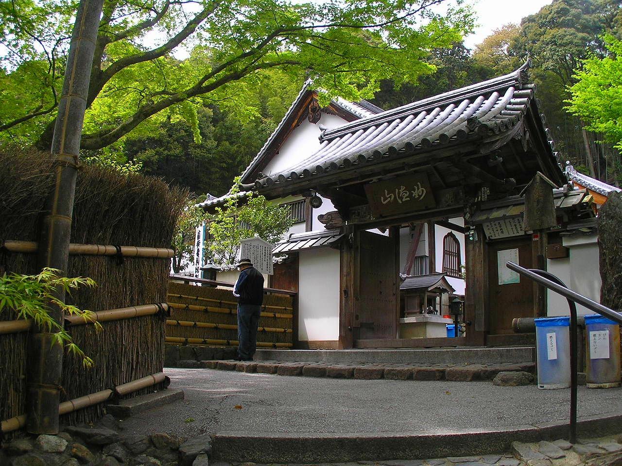 Kegonji_Kyoto_suzumushidera-hondo_4230554